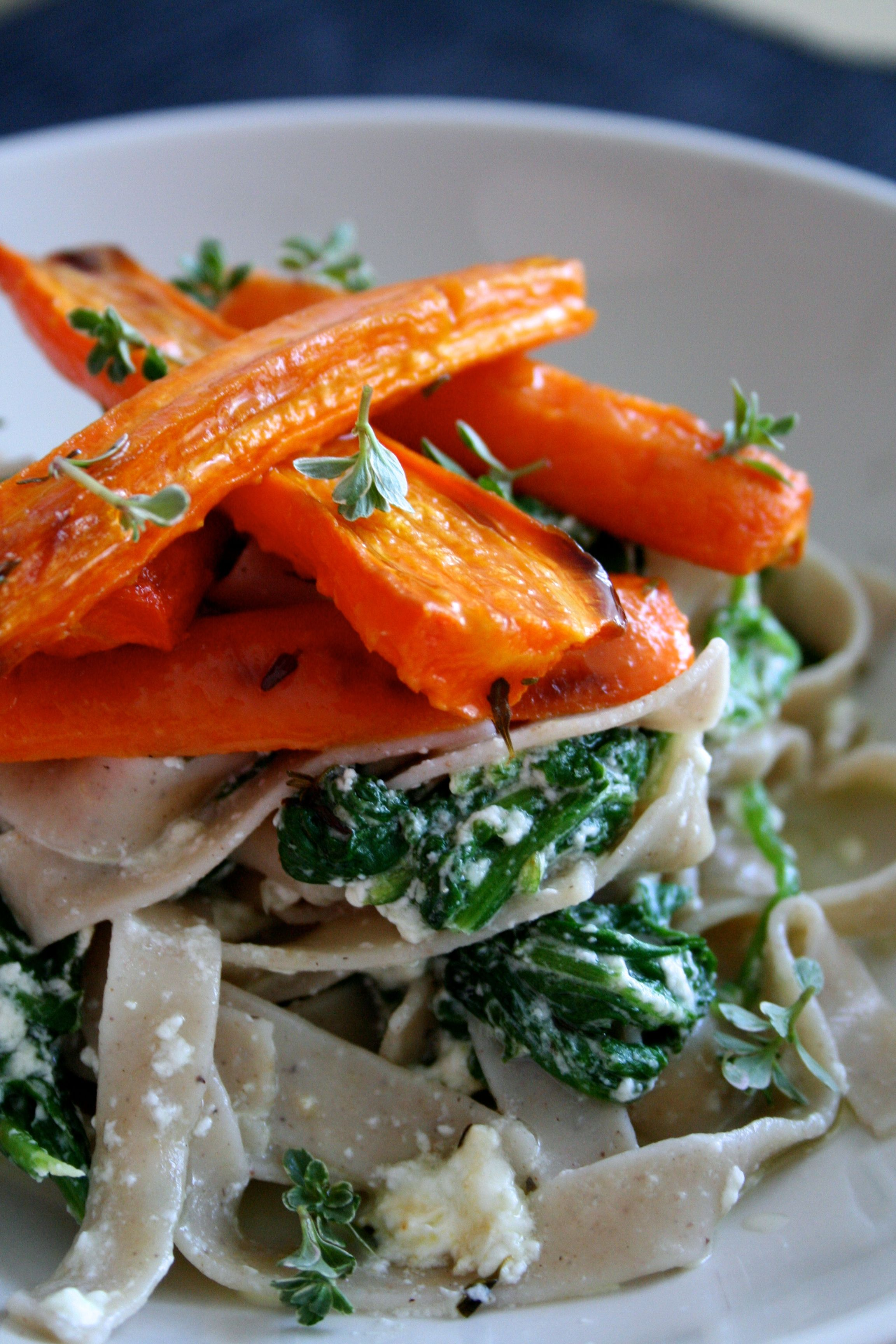 Creamed spinach pasta with oven baked carrots lolita bopa for Creamy spinach pasta bake